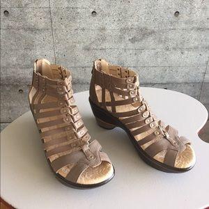 Jambu Sugar taupe gladiator wedge sandal. 8.5 New.